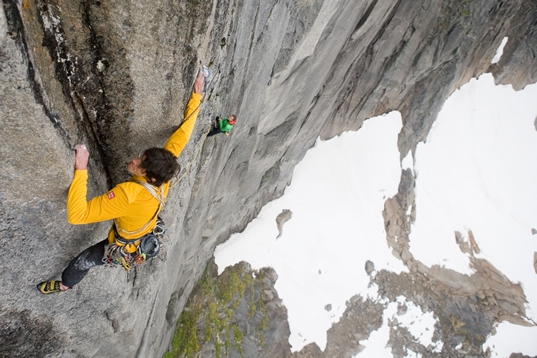 Hansjörg Auer on the traverse on pitch 3 (7c). Photo by Reinhard Fichtinger