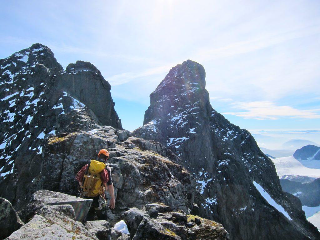 Bratt friluftsliv i høyfjellet – permanente rappellfester – beskrivelse av felles praksis